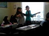 Пока учитель не видит. На уроке английского...