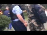2 мая Одесса. Бандеровцы стреляют по одесситам,находящимся  в Доме профсоюзов
