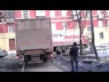 проезд фуры МАГНИТа по двору Дзержинского 3 в Челябинске
